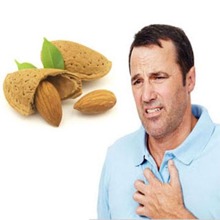 درمان سرفه با مصرف بادام